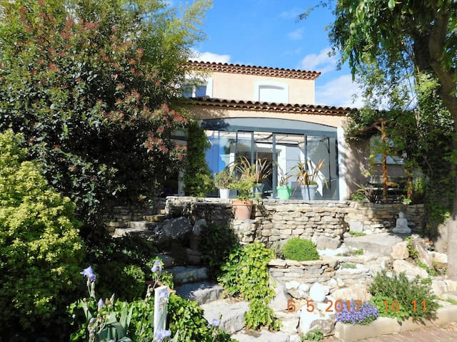 Grande Villa + piscine + jacuzzi