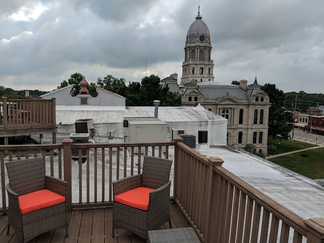 Warsaw Loft with Rooftop Deck
