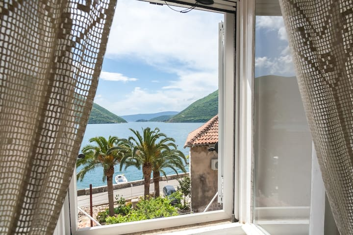 Double room w/ spectacular sea view - Perast - Maison