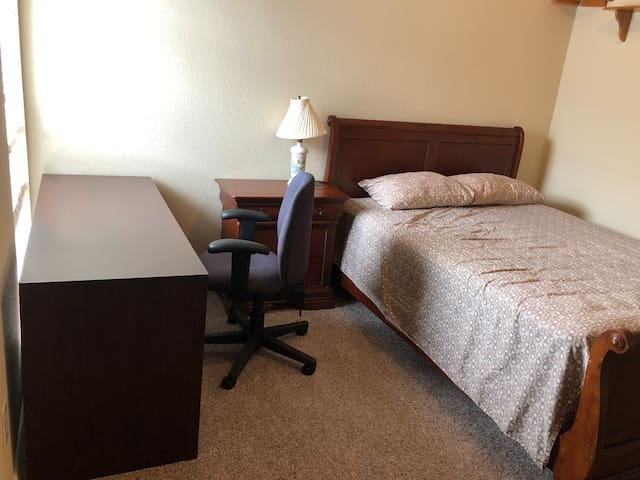 Serene golf community: comfy & spacious Room#4