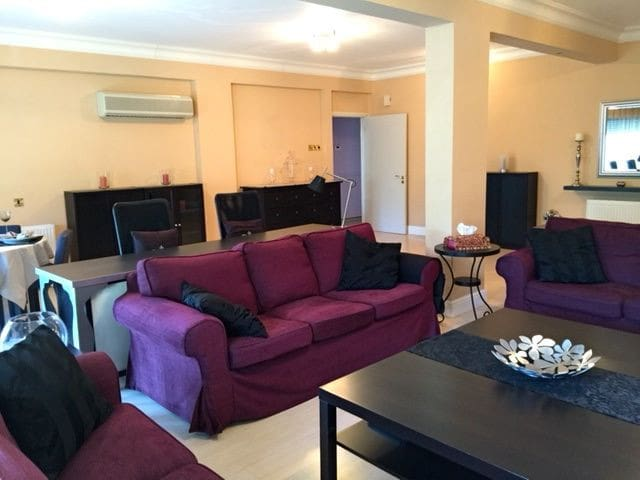 Spacious Seafront Apt with gated private parking - Limassol - Apartment