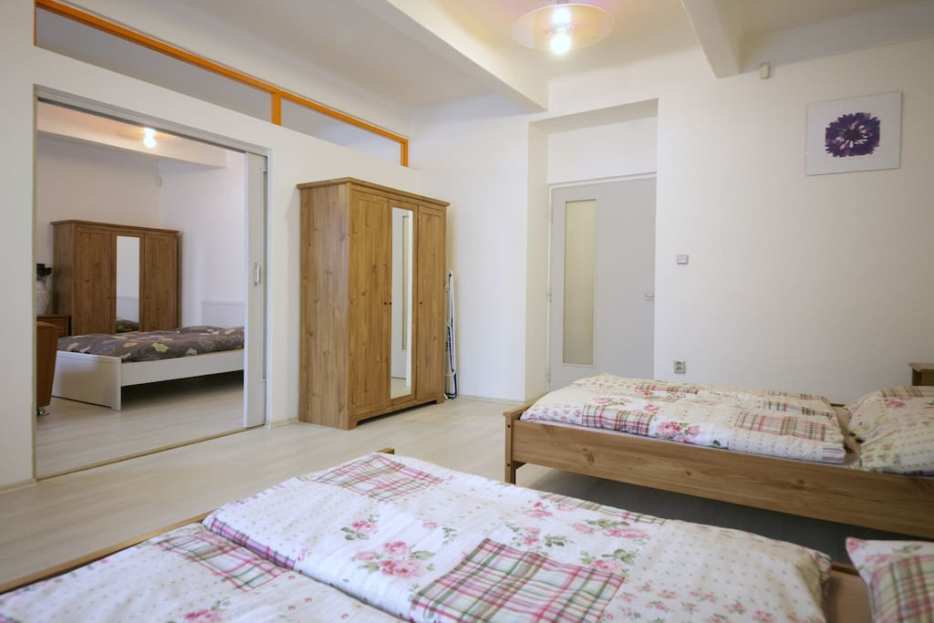 bed room with two beds
