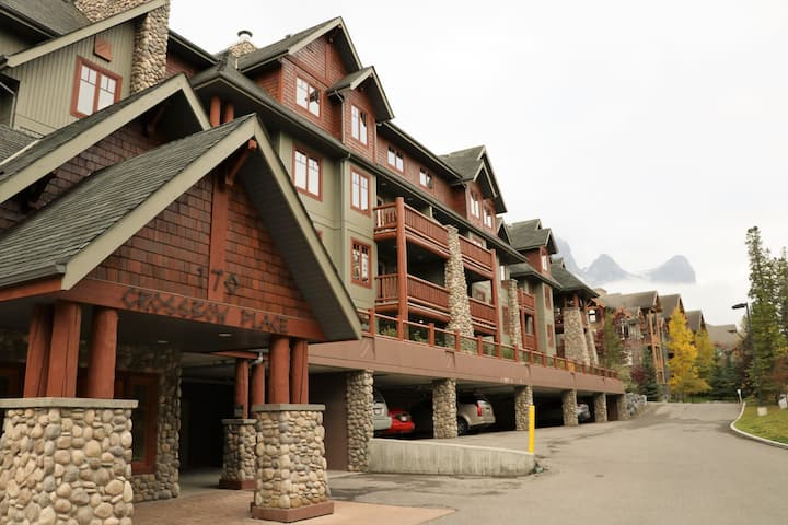 Spacious Canmore mountain home away from home!