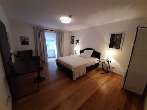 Schönes großes Zimmer in riesiger Altbauwohnung 7