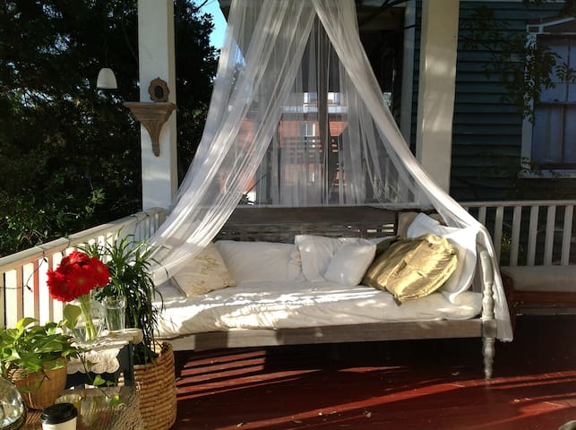 Front porching in the historic district - Wilmington - Huoneisto