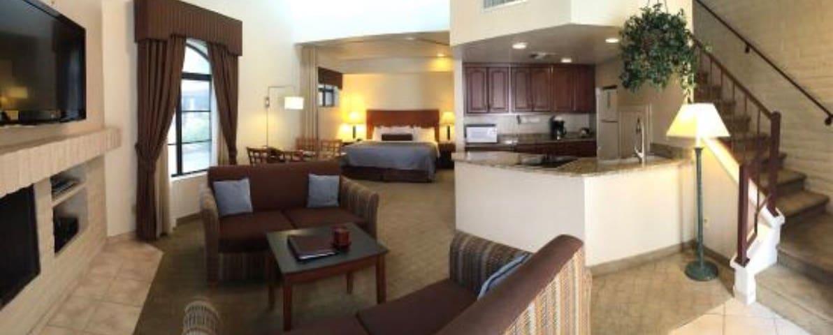 Resort Style Condo In Sunny Scottsdale AZ