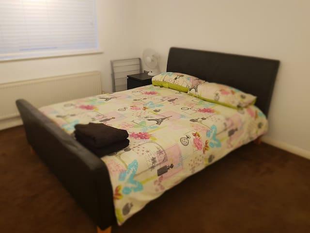 SPACIOUS TWO BEDROOM FLAT NEAR ROMFORD