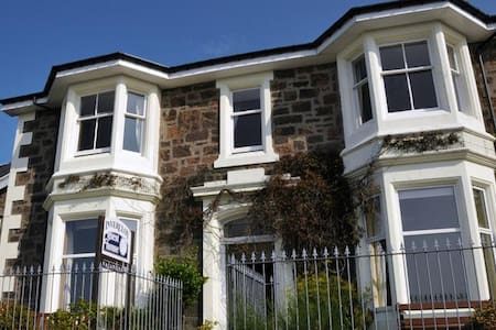 Central Oban, garden view, double room-Invercloy - Oban - Hus