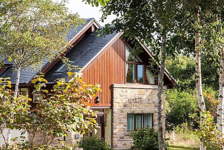 Luxury Lodge on the bonnie banks o' Loch Lomond - Arden - Hytte (i sveitsisk stil)