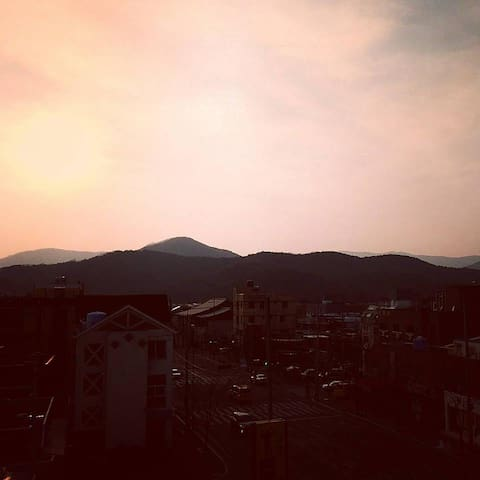 Instaworthy views, rooftop house, twin bedroom - Seonggeon-dong, Gyeongju - Haus