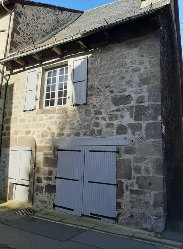 maison au pied des volcans d'Auvergne