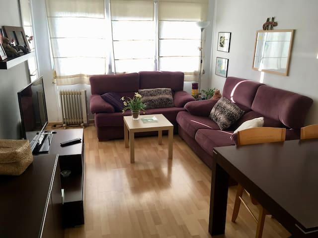 Entire cozy apartment with 3 rooms near the centre - Girona - Wohnung