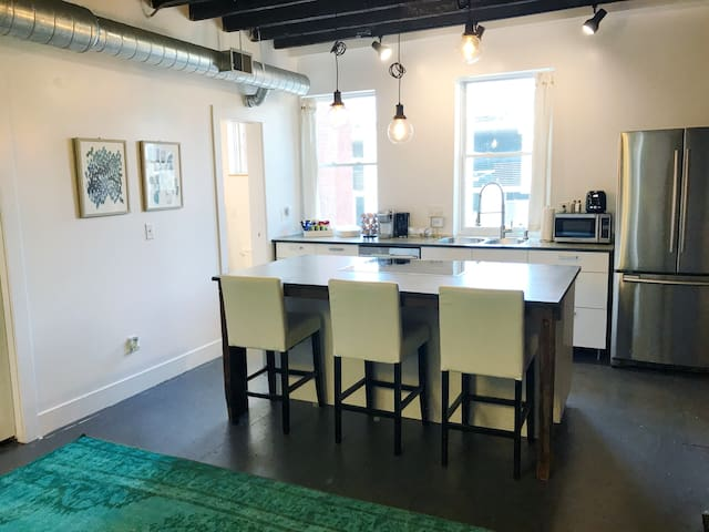 Large & Light-filled Apt in OTR | Apt A