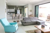 Inside Lounge & American Kitchen