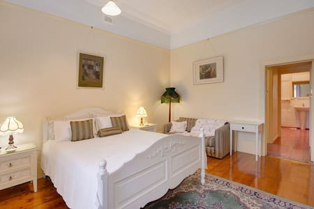Ardara House B&B Geelong Bedroom 1 - Geelong West