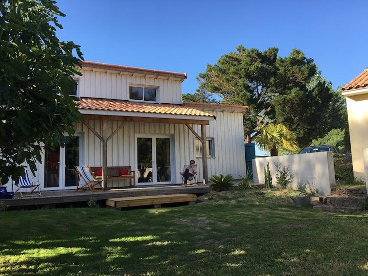 Maison en bois entre Océan et forêt