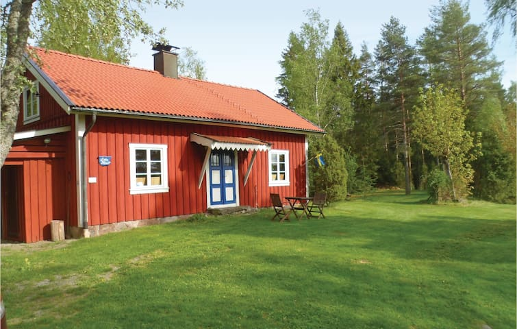 Holiday cottage with 2 bedrooms on 77 m² in Älgarås