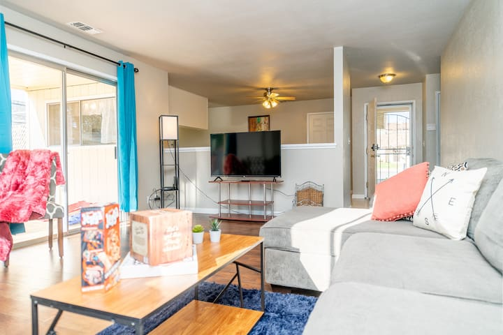 Living Room- HBO, NFLX and board games included!