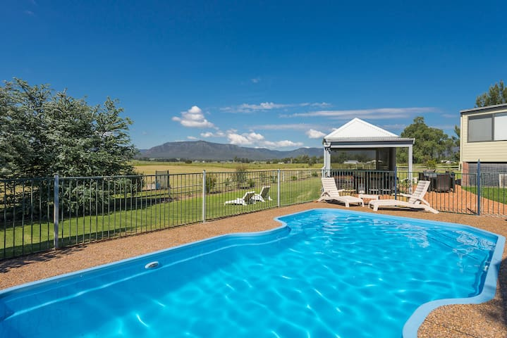 Maranda Country Estate 5 Bedrooms with Spa & Pool