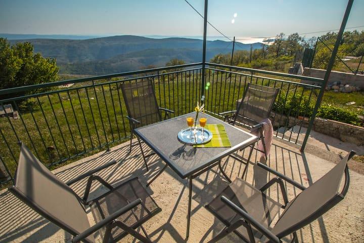 COUNTRY HOUSE KSENIJA, peace and nature near Split - Split - House