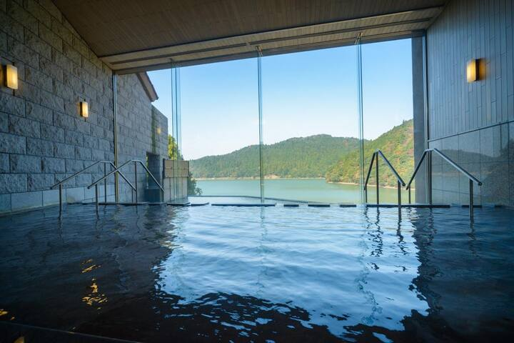 Luxurious hotel of Unzen Onsen, free Wi-Fi, Japanese style rooms with an over looking view of pond [Breakfast included]