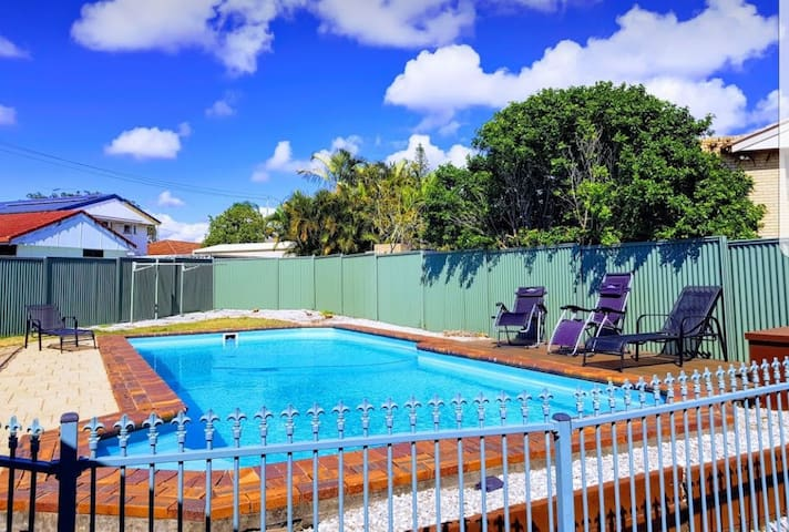 Private ground floor flat & pool (family friendly)