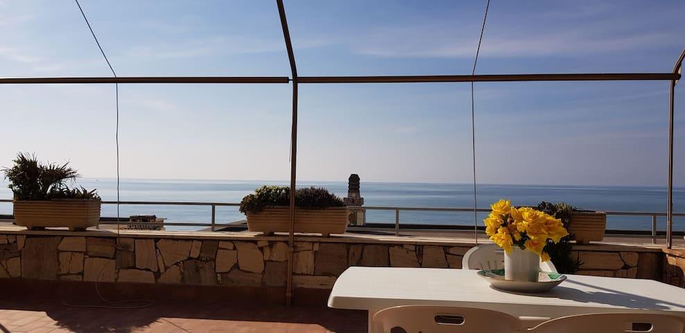 Vista mare strepitosa! Amazing sea view house!