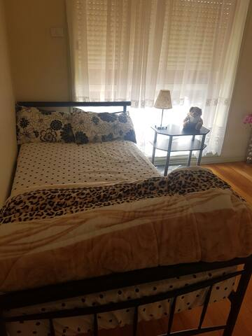Single room single bed family house - Saint Albans
