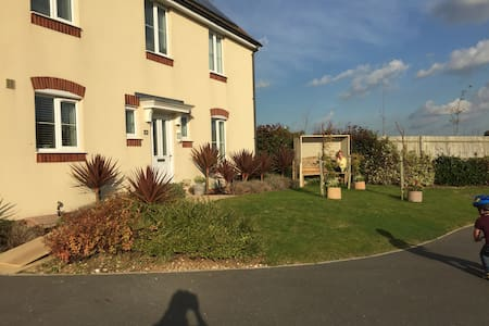 2 Rooms in 4 Bedroom Detached House - Seaford