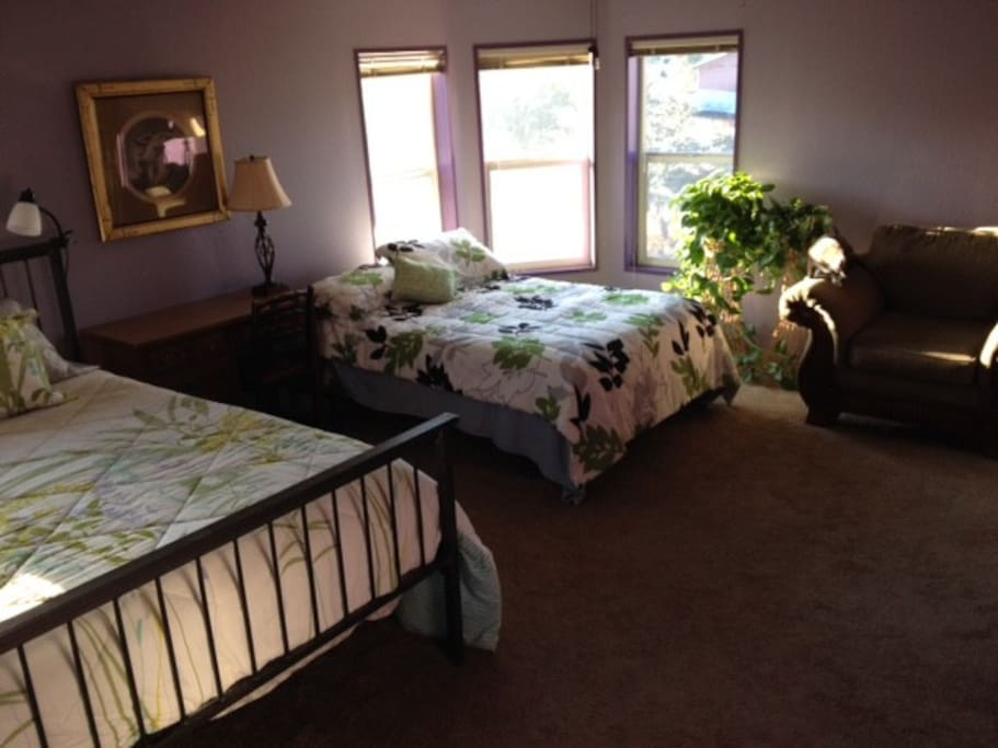 Here's a view of our sunny guest room.