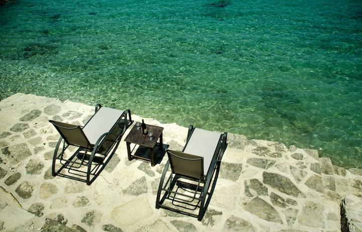 Villa Dora directly by the sea