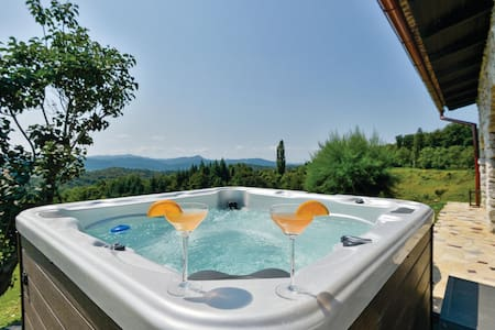 Holiday cottage with 2 bedrooms on 89m² in Jalzabet