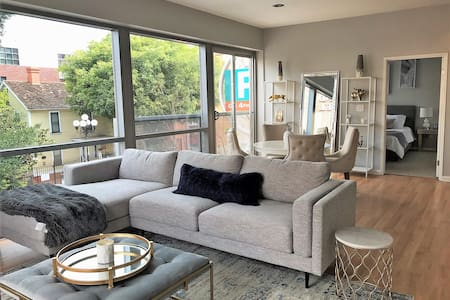 Magnificent Condo in the Heart of Gaslamp (ST)