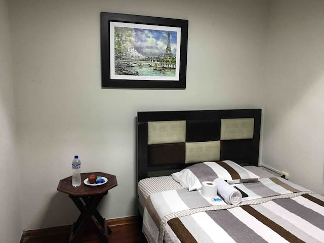 Comfort Private Room w/ Netflix and Breakfast