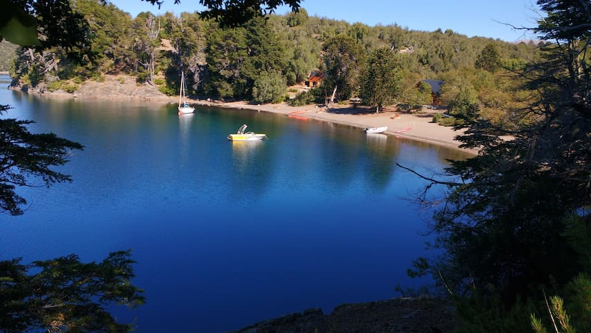 Cabaña Bahíamía sobre el lago Aluminé