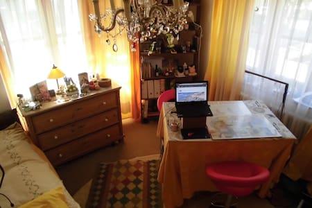 Zimmer in Holzkirchen Oberbayern Nähe München - Holzkirchen - Lakás
