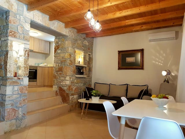 Nafplio Cosy Mountain Cottage (60m2)
