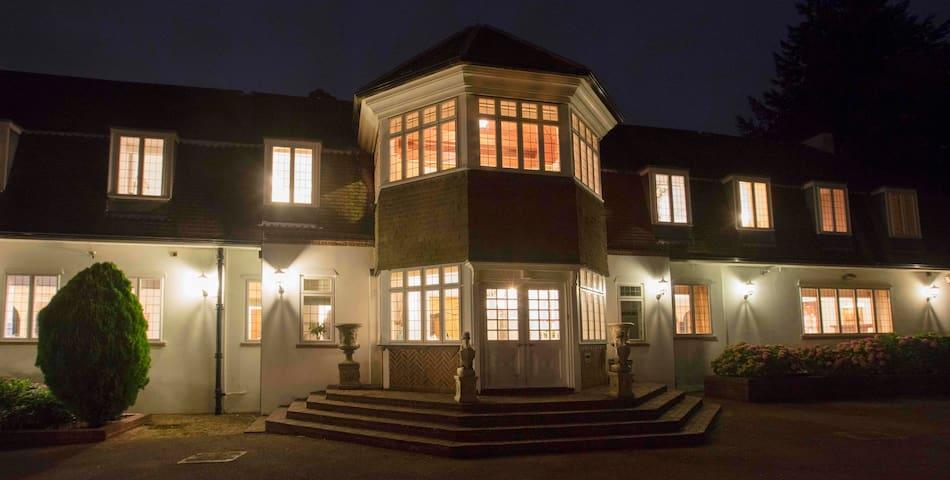Wonderful nocturnal splendour at Sunningdale Manor