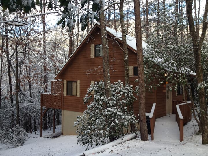 Seclusion Cabin, Hot Tub and Maximum Privacy