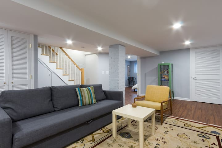 Beautiful, Newly Renovated English basement