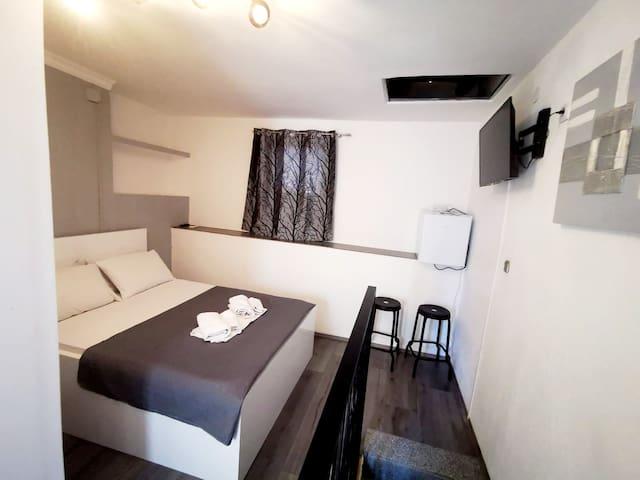 Room Pama in the center  Split
