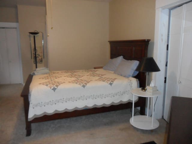 Beautiful South Park room with private bath