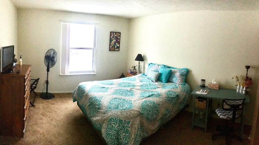 Spare room w/double bed in Huber, 0 extra charge