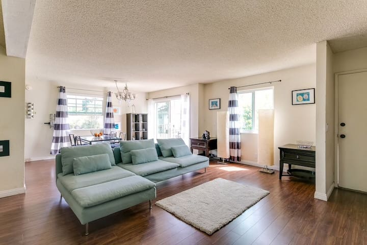 Max 10, 3B2B with balcony, close to downtown LA