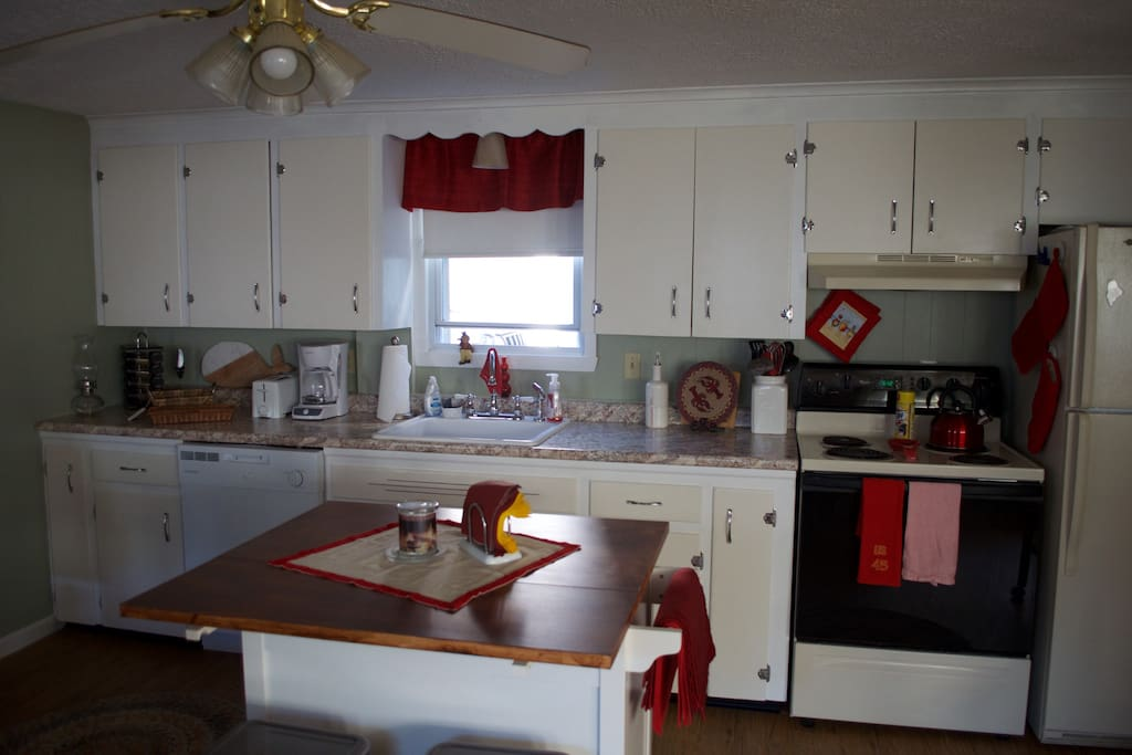 Kitchen, has all you ned to feel at home! Coffee,teas, spices, and other basics available.