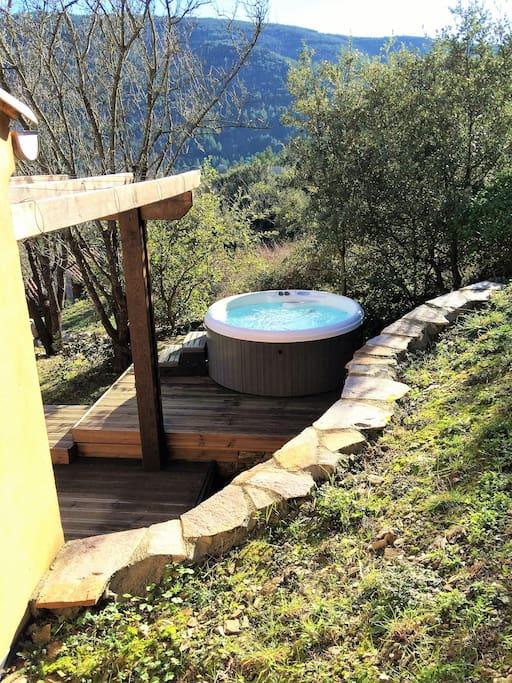 Jacuzzi privatif attenant à la terrasse