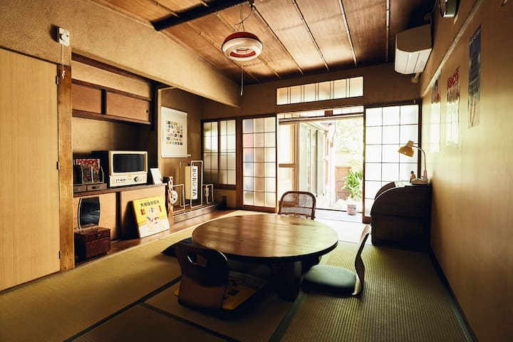 A retro Japanese house! Only 1 stop from Tennoji