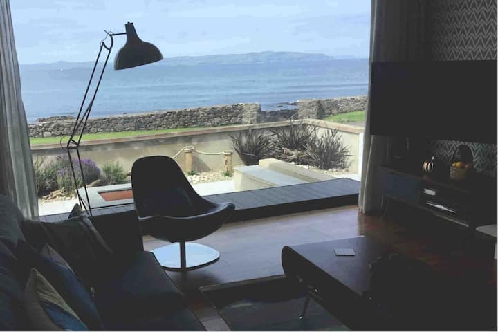 Shore,  idyllic sea view bolt hole for adults.