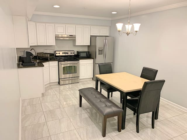 CLEAN,COZY,CHIC BDR IN NAT'L HARBOR(MGM,TANGER,DC)