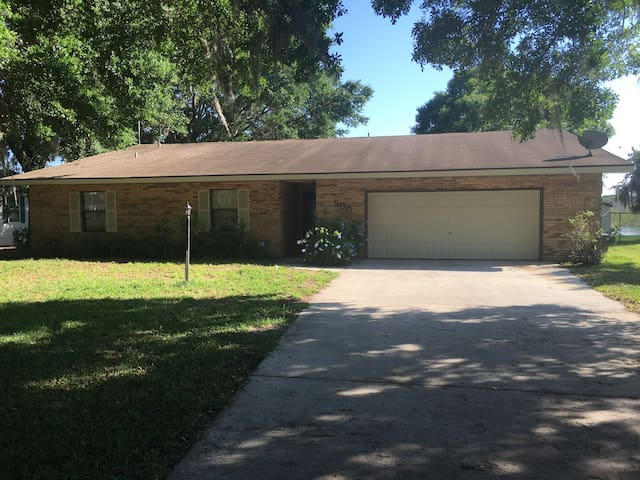 Lakefront 3 BR Home - Orlando & Tampa Attractions - Polk City - Maison